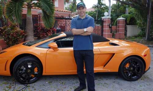 Timothy Sykes com o seu novo Lamborghini Gallardo